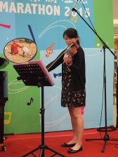 Eunice Lee, 李彥賢 on violin, playing canon in D.